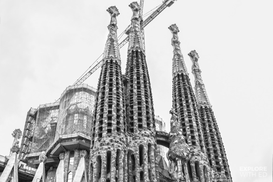 Sagrada Família in black and white front view