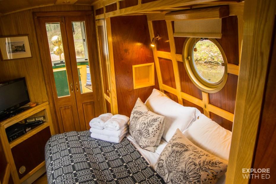 Luxury double bedroom narrowboat in Brecon Beacons