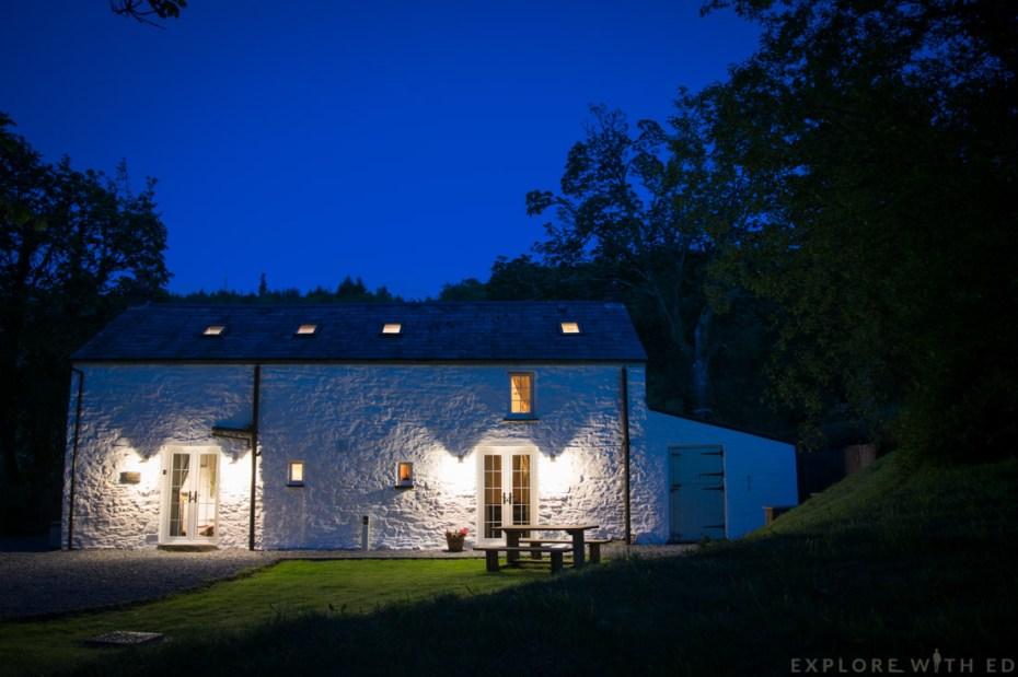 Tyn y Coed Cottage at night