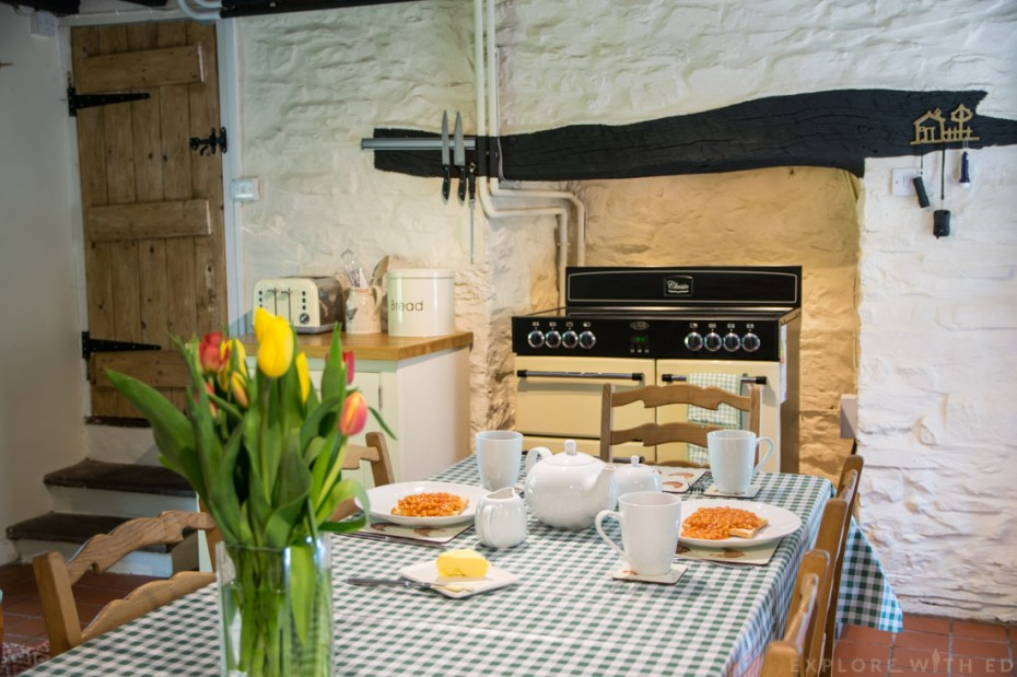Kitchen inside Tyn y Coed Cottage, Self catering accomodation