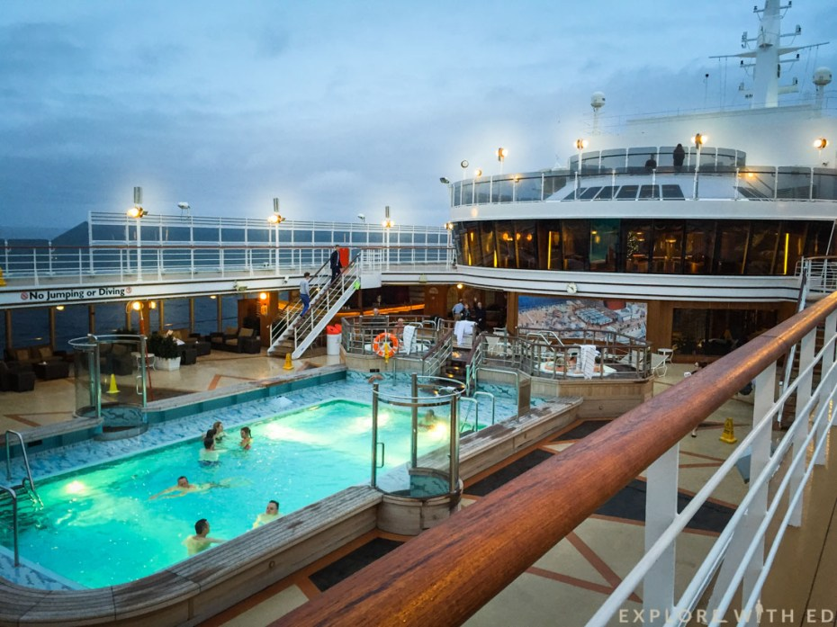 Lido Cunard Queen Elizabeth, Pool area