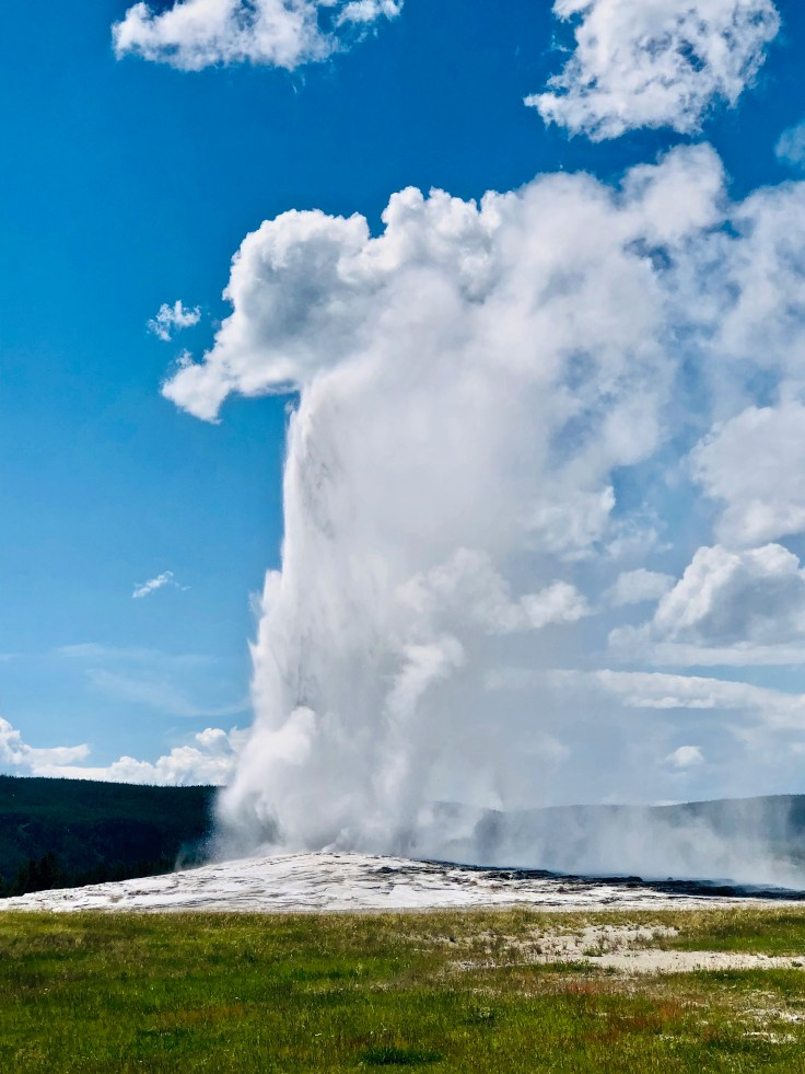 Top 5 things to do in Yellowstone National Park! Old Faithful