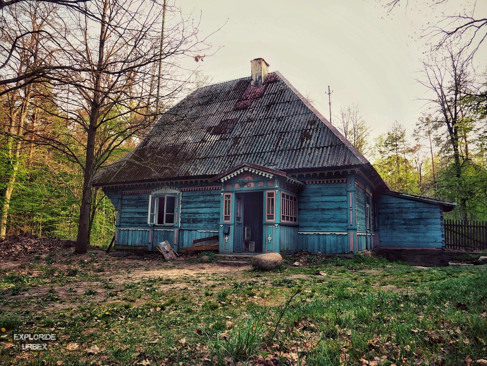 opuszczona leśniczówka z polskiego horroru w lesie dziś nie zaśnie nikt