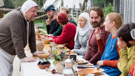 Medieval Food and Drink: Strange Foods and Gallons of Ale Exploring Castles