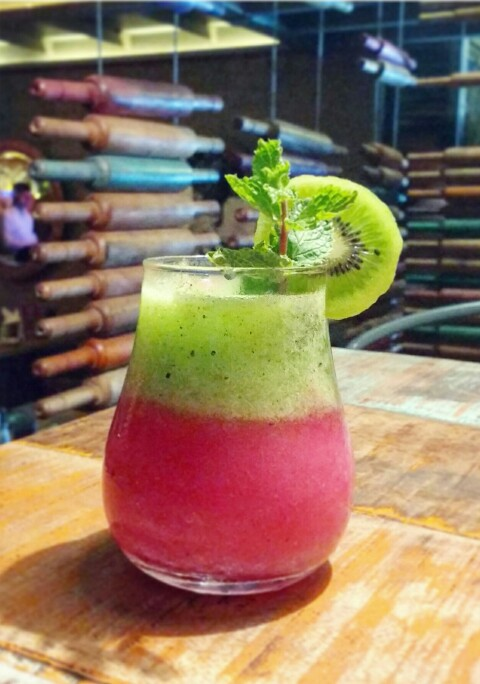 Kiwi and Strawberry Mojito