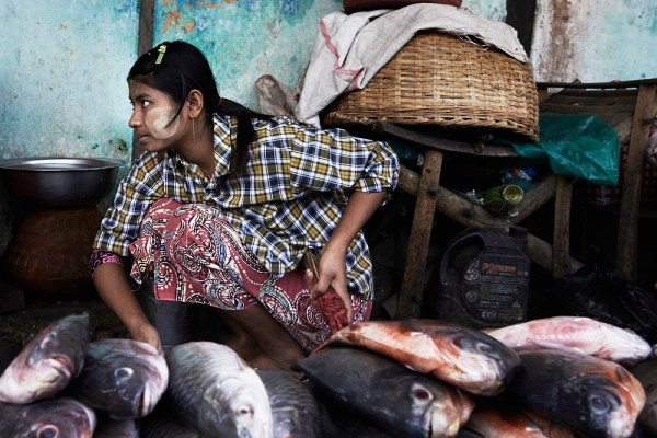 Slow Photography: At the markets in Burma with Ester Keate