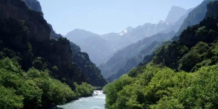 Αώος: Το μοναδικό ποτάμι της Ελλάδας που καταλήγει σε ξένη θάλασσα