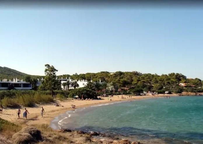 Ασημάκη: Η πανέμορφη αγνή παραλία στην Αττική2