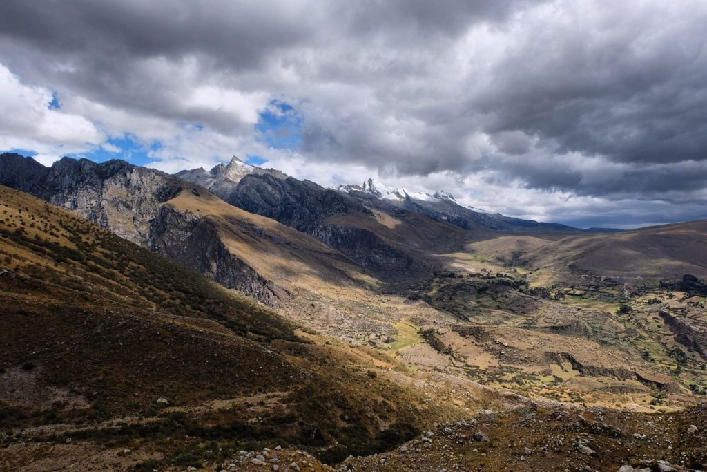 Laguna Churup valley view