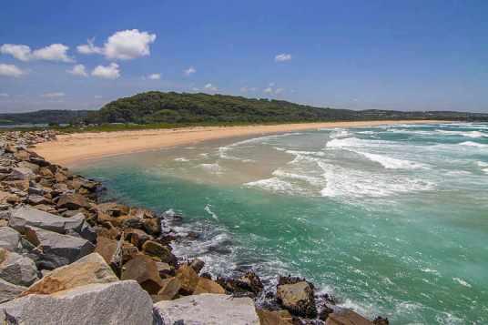 800px-Beach_at_North_Narooma_NSW