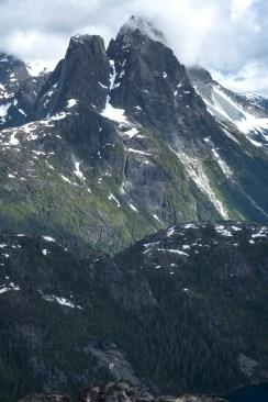 wolf-puzzel-mountain-volcano-lake-2372