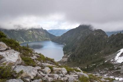 wolf-puzzel-mountain-volcano-lake-2391