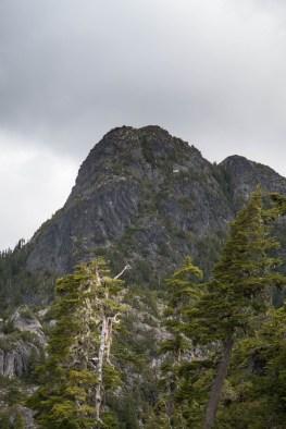 wolf-puzzel-mountain-volcano-lake-2403