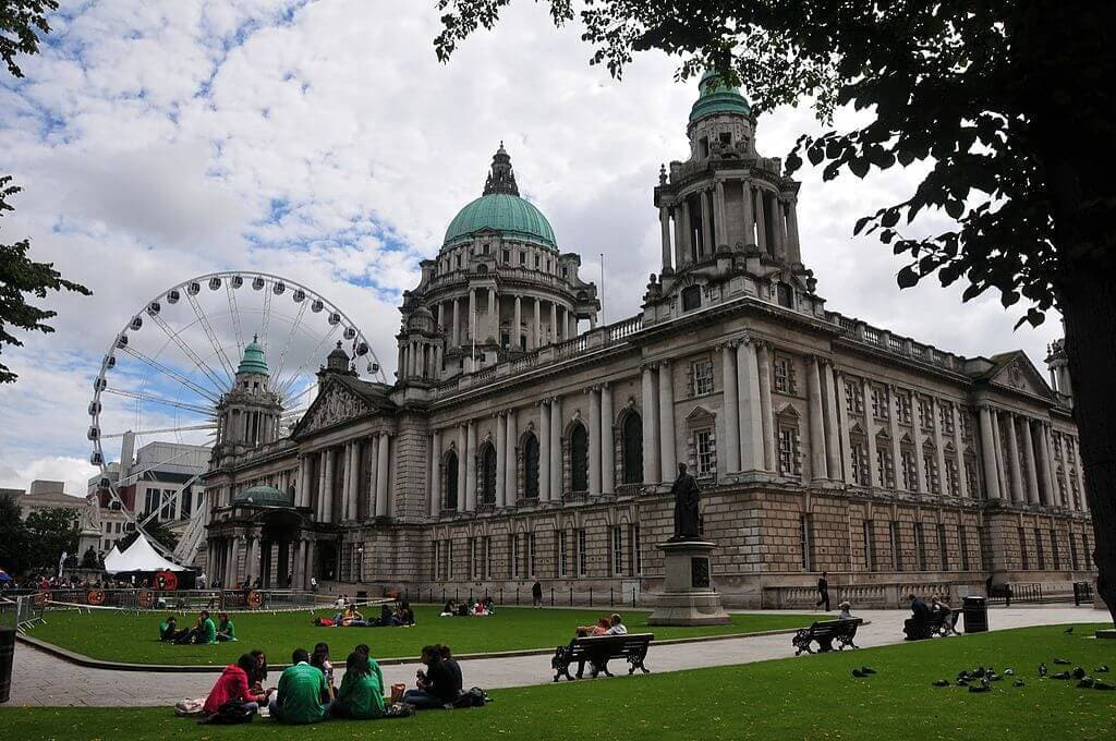 1024px-Belfast_City_Hall_and_Big_Wheel