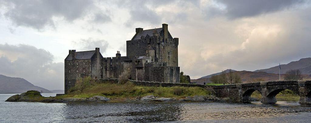 1200px-Scotland_Eilean_Donan_Castle-1