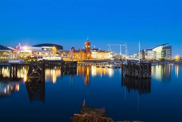 Cardiff_Bay_at_night