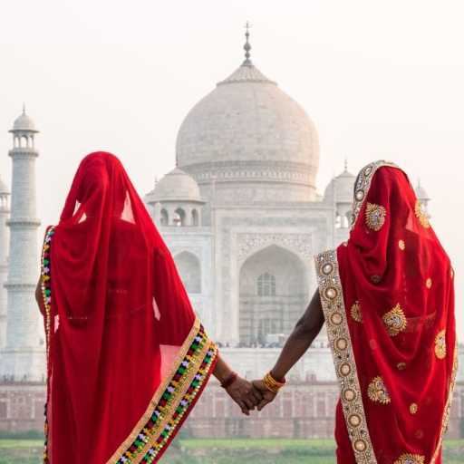 How to visit the Taj Mahal & Agra Fort (& where to find the best sunset!)