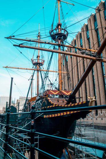 Londonsouthwarkboat1 scaled - Londen tips: 78 bezienswaardigheden en de leukste dingen om te doen