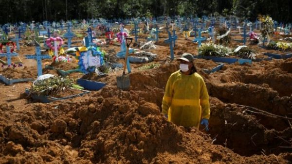 La pandemia se intensifica en el mundo: es más marcado el pico de abril que el de diciembre-enero