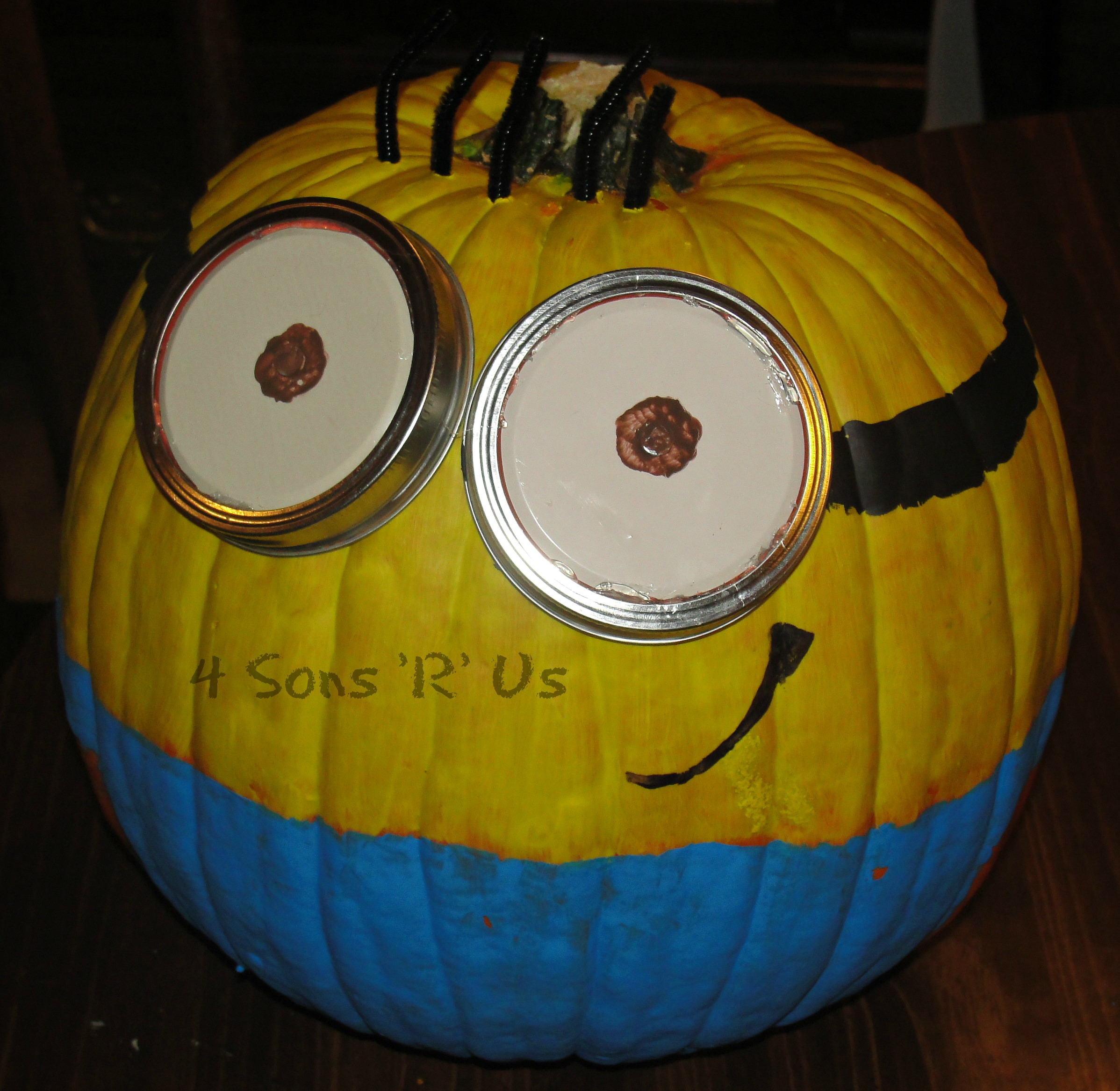 minion painted pumpkin