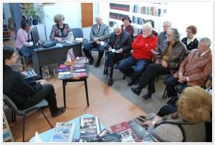 """Acţiunea """"Magia Sărbătorilor de iarnă şi dragostea pentru cuvântul scris"""" - Lansarea revistei nr. 6 Melidonium. Întâlnirea şi-a propus construirea unei punţi de legătură între posteritate și trecut. A fost o întâlnire între generaţii, la eveniment participând colaboratorii revistei Melidonium, dar şi persoane trecute de 80 de ani care au împărtăşit amintiri din viaţa lor. Biblioteca Municipală """"George Radu Melidon"""" Roman, judeţul Neamţ, Secţia de împrumut pentru adulţi """"Max Blecher"""", bibliotecare Doina Enea, Silvia Rojniţă, Emilia Ţuţuianu - 23 decembrie 2015"""
