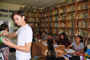 Școala de vară - Pregătire la matematică la 20 iulie 2016. Voluntar: Andrei Deca, clasa a X-a Biblioteca Orășenească Murfatlar, bibliotecar Carmen Balaban