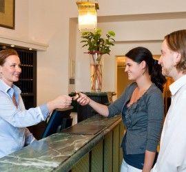 dialogos en frances en el hotel