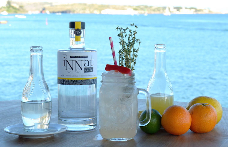 Mojito de Ginebra, pimiento Rojo & Tomillo elaborado por Tristan Timothy de Venecia Lounge & Events con iNNat Gin Premium