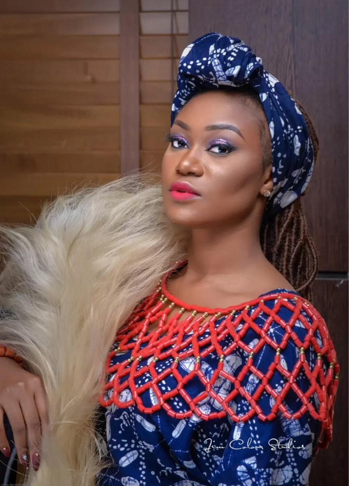 EMNews - Beauty Queen Esther Zamani stuns in new traditional photos 2