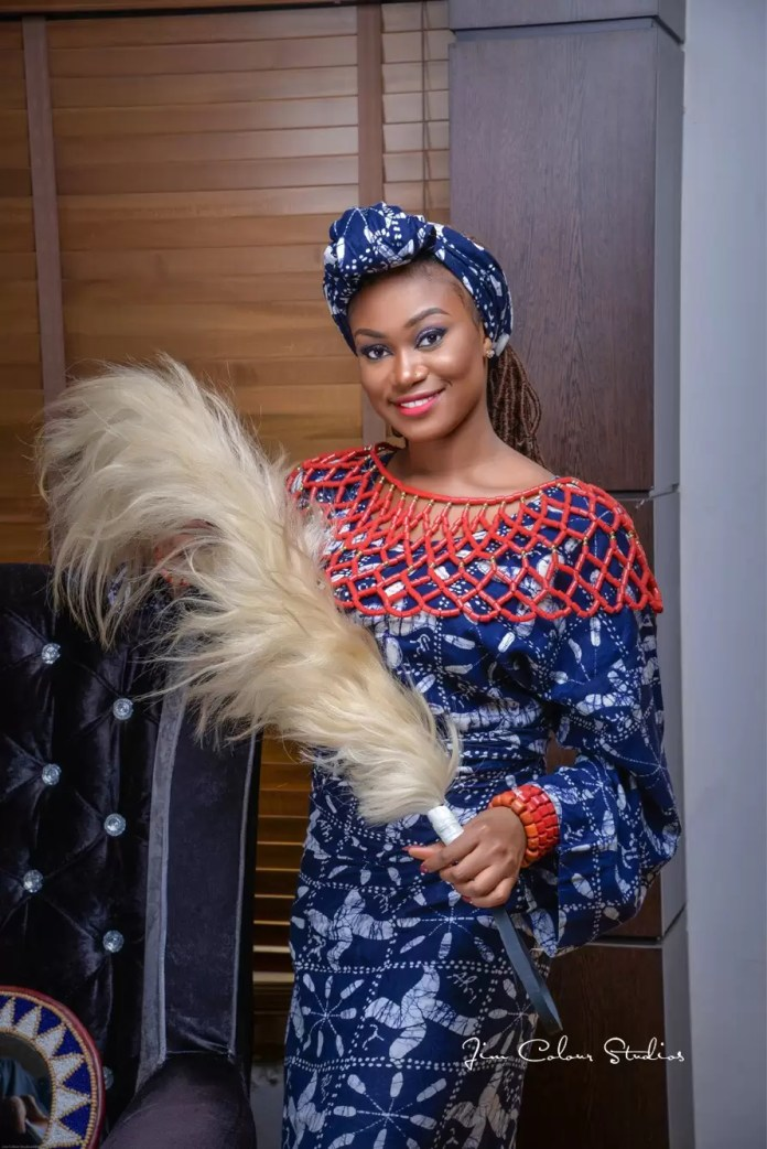EMNews - Beauty Queen Esther Zamani stuns in new traditional photos 1