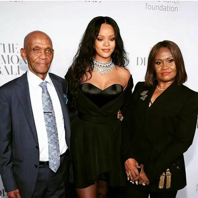 EMEntertainmentNews- Dashing Rihanna at the Third Annual Diamond Ball 1