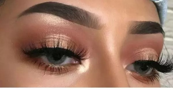 Manicure and Makeup monday- carved brows 4