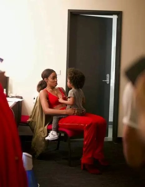 Family is everything! Checkout photos of Kelly Rowland spending quality time with her family 4