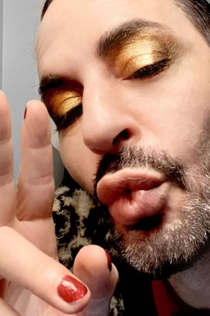 Marc Jacobs Gives Beauty Tutorials