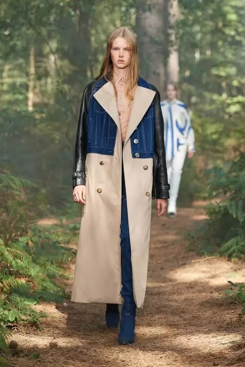 Check Out The Burberry Spring 2021 Ready-To-Wear Collection 7