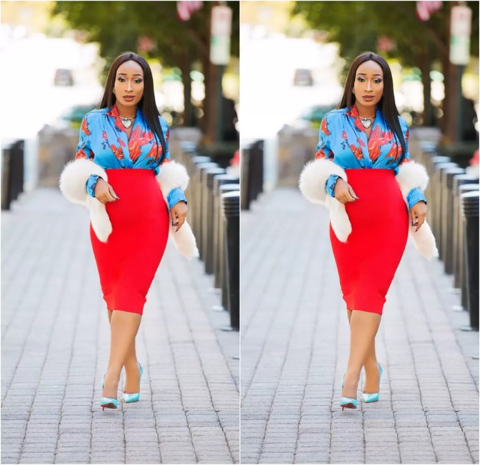 Ladies, It's Time To Get Your Blue Game On With These Awesome Blue Shirt Outfit Ideas 5