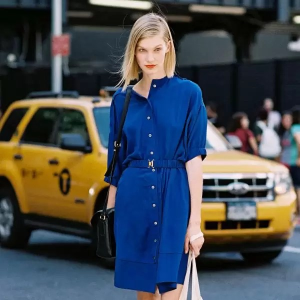 Ladies, It's Time To Get Your Blue Game On With These Awesome Blue Shirt Outfit Ideas 13
