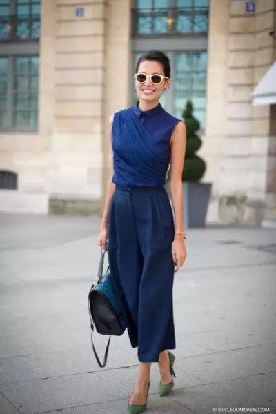 Ladies, It's Time To Get Your Blue Game On With These Awesome Blue Shirt Outfit Ideas 1