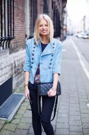 Ladies, It's Time To Get Your Blue Game On With These Awesome Blue Shirt Outfit Ideas 10