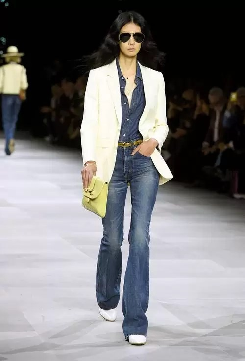 Baggy Jeans Are Back! Update Your Style Tips Here 4