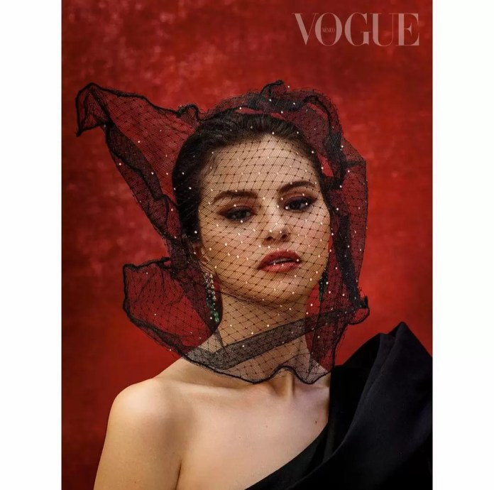 Selena Gomez Is Giving Us Major Christmas Vibes In Vogue Mexico's December-January Cover 5