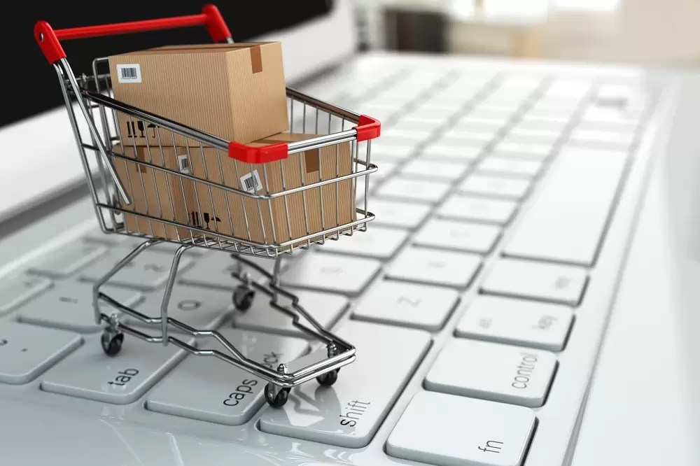 Why Your Fashion Business Needs An Online Store/EM