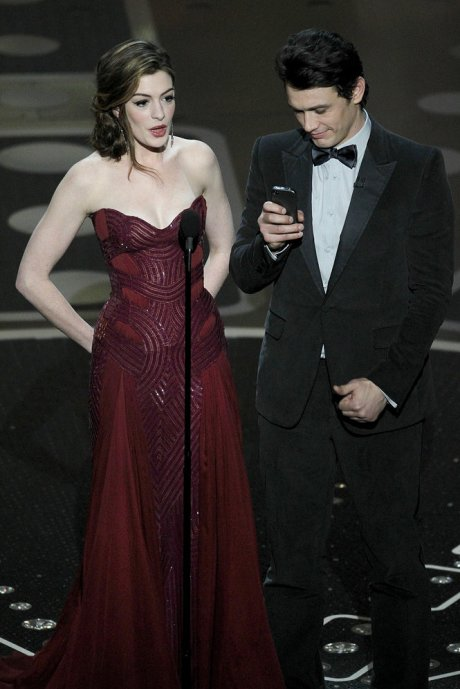 Anne Hathaway in Versace Oscars 2011 on exshoesme.com