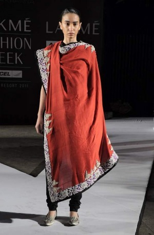 Anamika Khanna Summer Resort 2011 red embroidered dupatta and churidaar on exshoesme