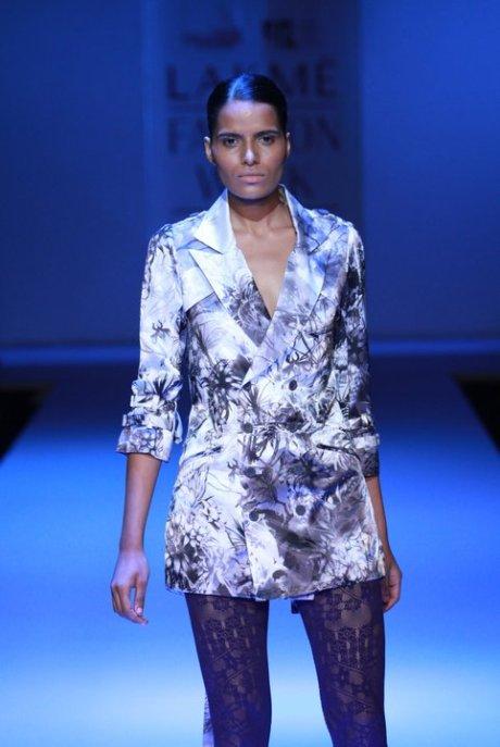 Somarta Jacket at Lakme Fashion Week Tokyoeye Summer Resort 2011 on exshoesme.com