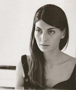 Giovanna Battaglia in the mirror on exshoesme.com