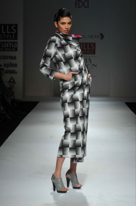 Pankaj and Nidhi Black and White Dress on exshoesme.com