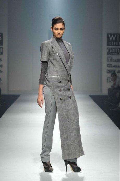Rishta by Arjun Glen Plaid Tail Coat on exshoesme.com