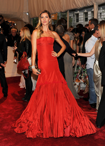Gisele Bundchen in Alexander McQueen at the Met Ball 2011 on exshoesme.com