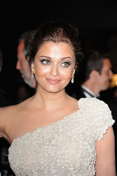 Aishwarya Saab in Elie Saab at the 2011 Cannes Film Festival on exshoesme.com. Photo by Pascal Le Segretain-Getty Images Europe.